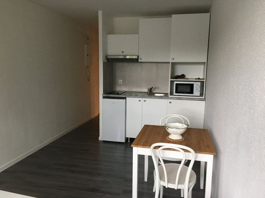 Appartement à louer 1 18.11m2 à Bordeaux vignette-2
