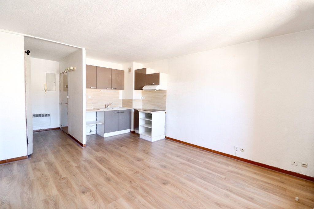 Appartement à vendre 3 50m2 à Saint-Cyr-sur-Mer vignette-1