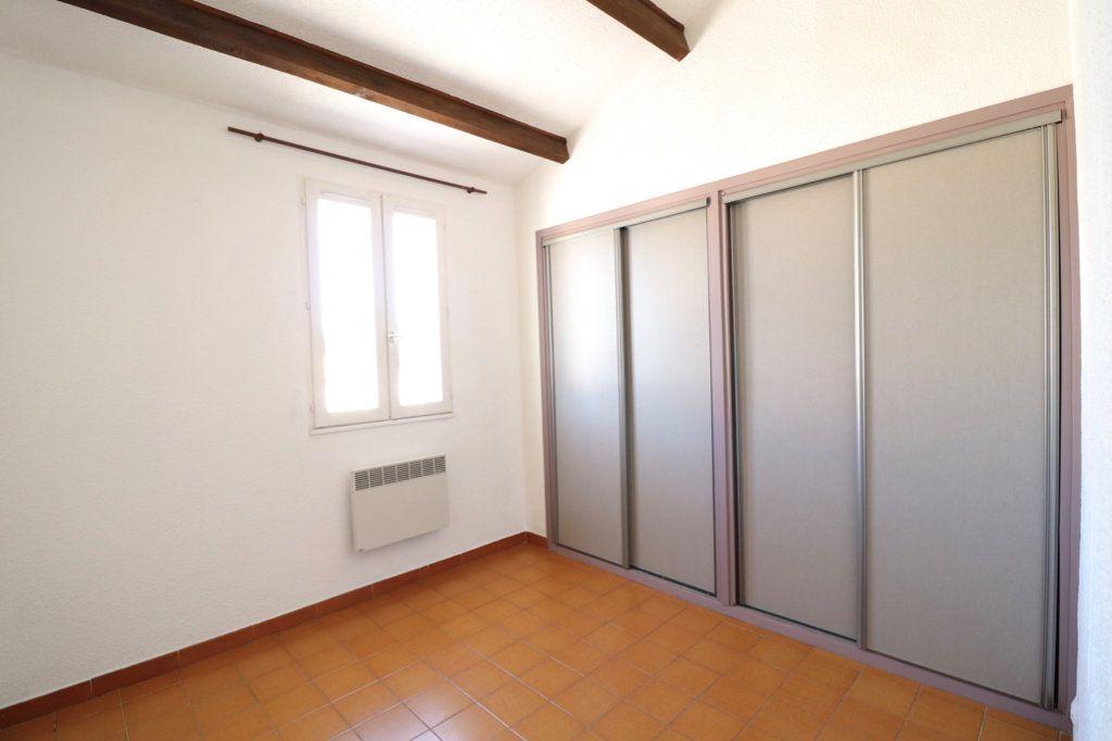 Appartement à vendre 3 50m2 à Saint-Cyr-sur-Mer vignette-3