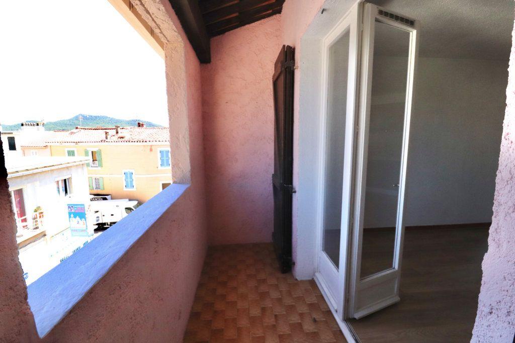 Appartement à vendre 3 50m2 à Saint-Cyr-sur-Mer vignette-4