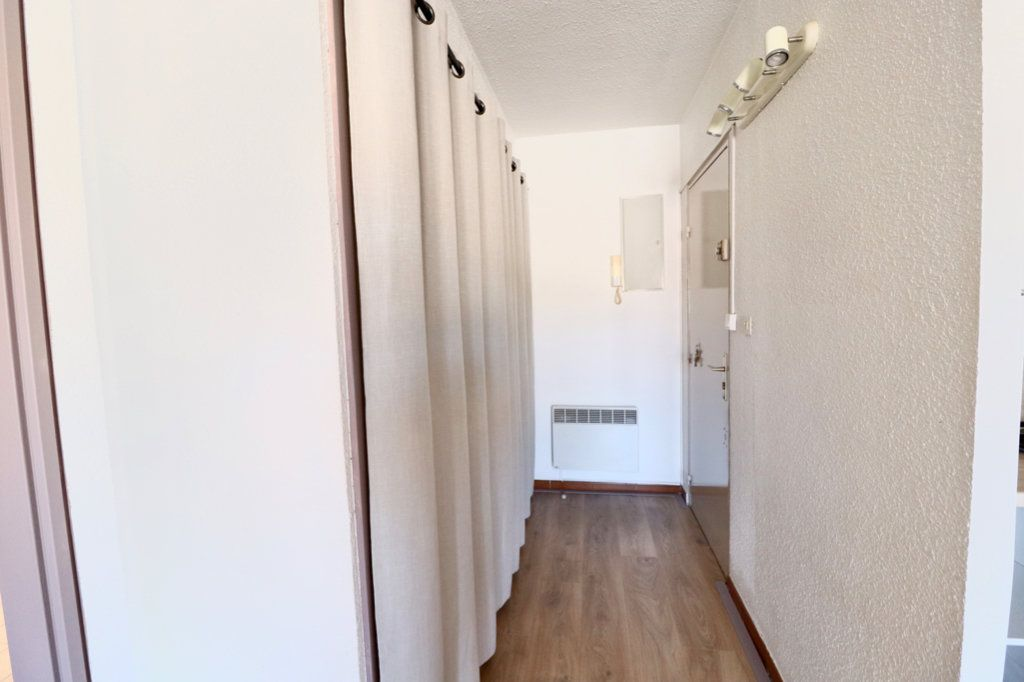 Appartement à vendre 3 50m2 à Saint-Cyr-sur-Mer vignette-5