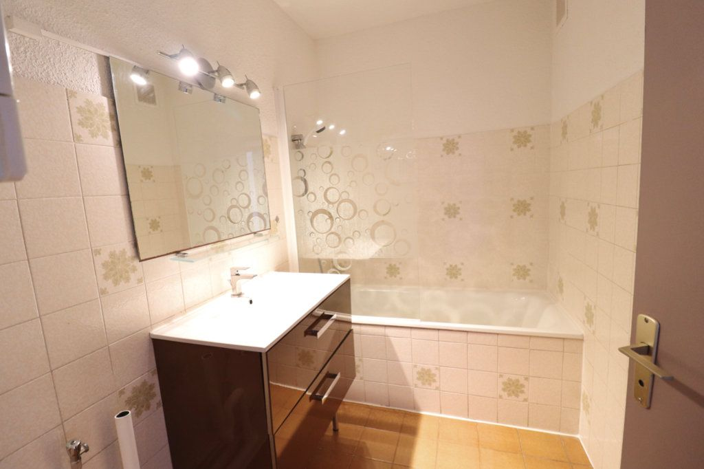 Appartement à vendre 3 50m2 à Saint-Cyr-sur-Mer vignette-7