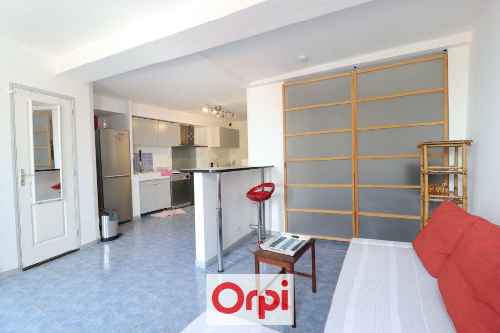 Appartement à vendre 3 56m2 à La Ciotat vignette-3