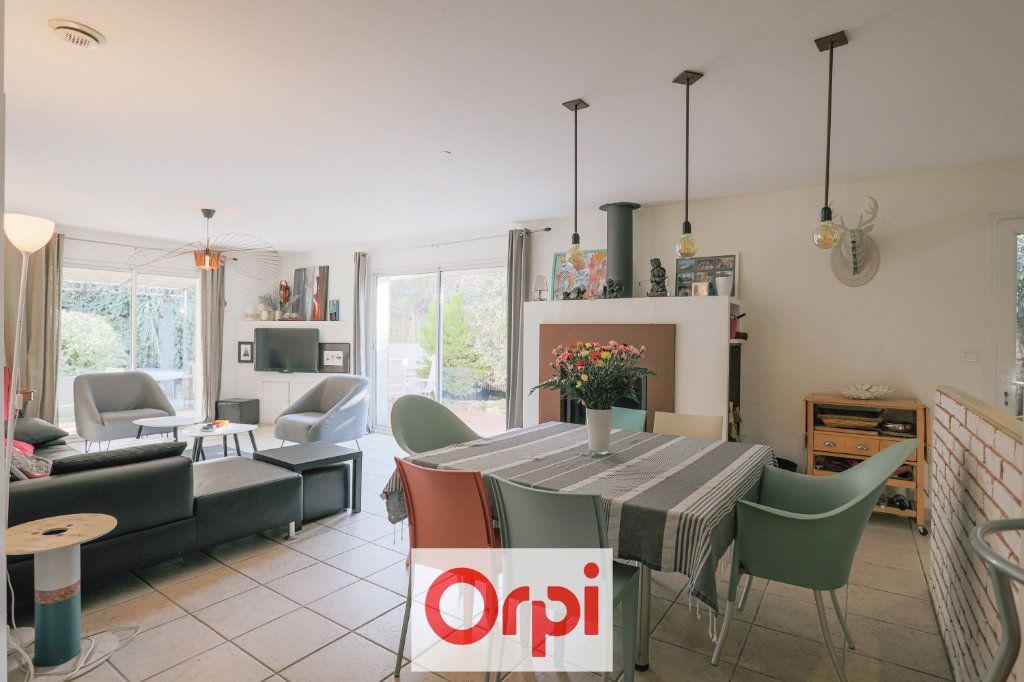 Maison à vendre 4 111.54m2 à Saint-Cyr-sur-Mer vignette-1