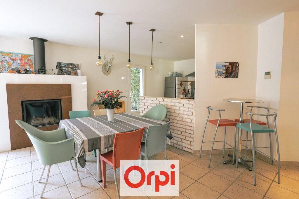 Maison à vendre 4 111.54m2 à Saint-Cyr-sur-Mer vignette-2