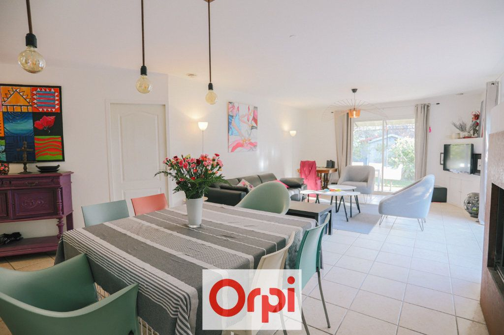 Maison à vendre 4 111.54m2 à Saint-Cyr-sur-Mer vignette-4