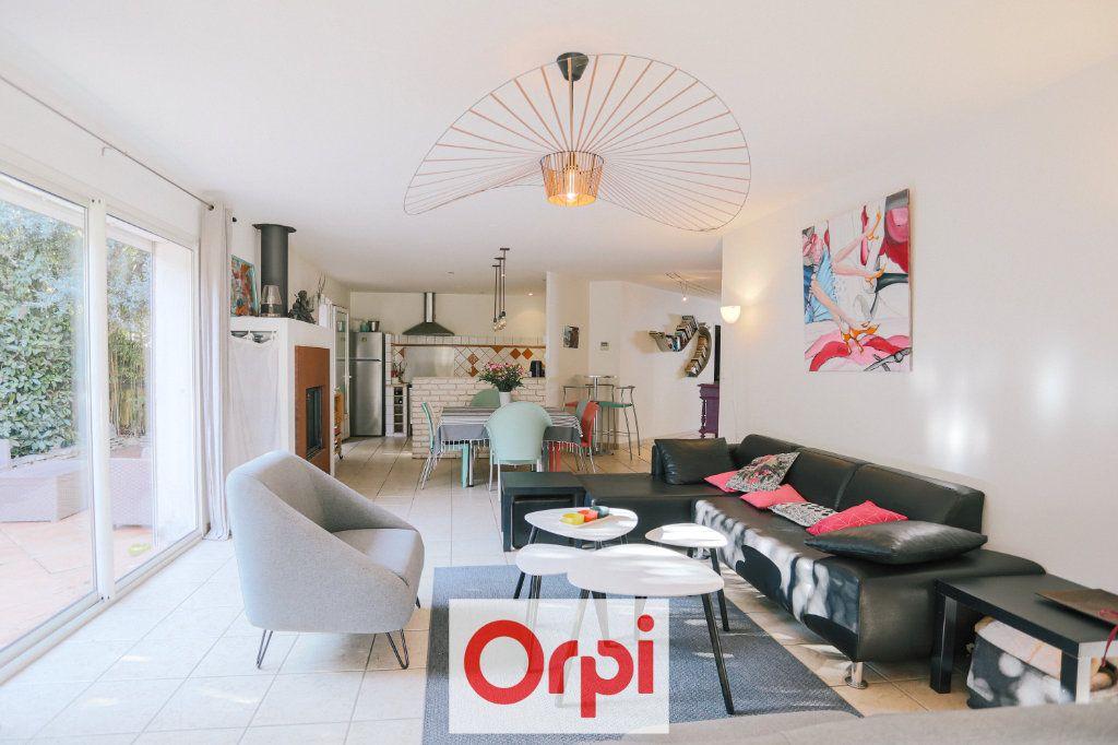 Maison à vendre 4 111.54m2 à Saint-Cyr-sur-Mer vignette-5