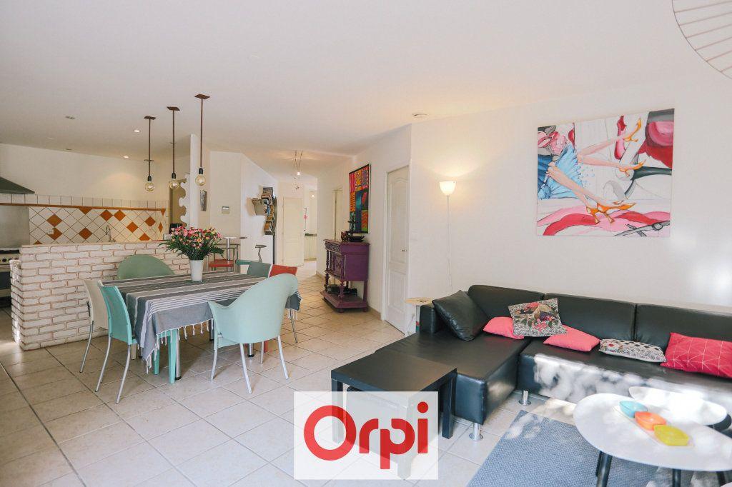Maison à vendre 4 111.54m2 à Saint-Cyr-sur-Mer vignette-6