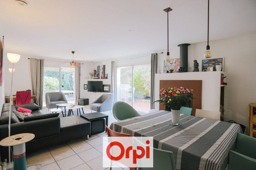 Maison à vendre 4 111.54m2 à Saint-Cyr-sur-Mer vignette-8