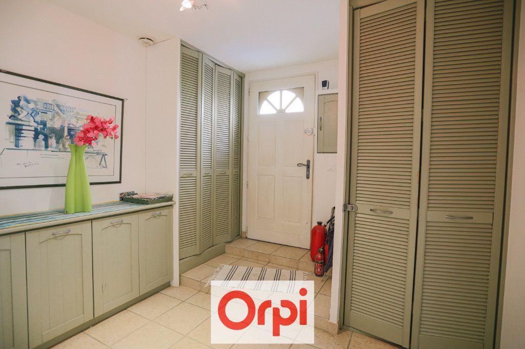 Maison à vendre 4 111.54m2 à Saint-Cyr-sur-Mer vignette-10