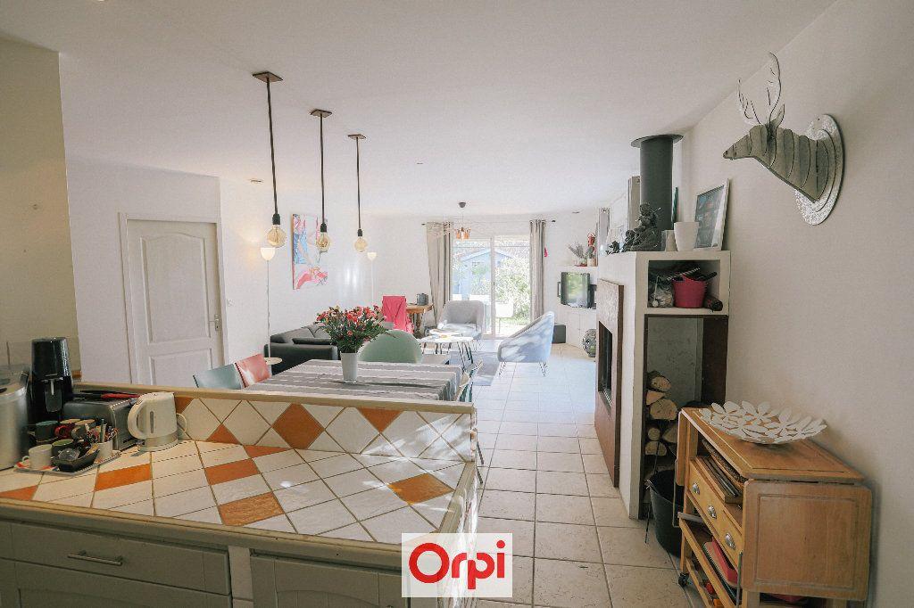 Maison à vendre 4 111.54m2 à Saint-Cyr-sur-Mer vignette-12