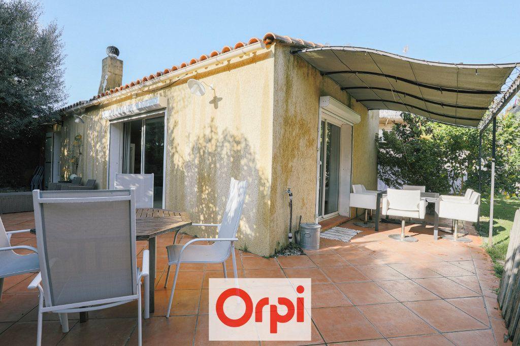 Maison à vendre 4 111.54m2 à Saint-Cyr-sur-Mer vignette-13