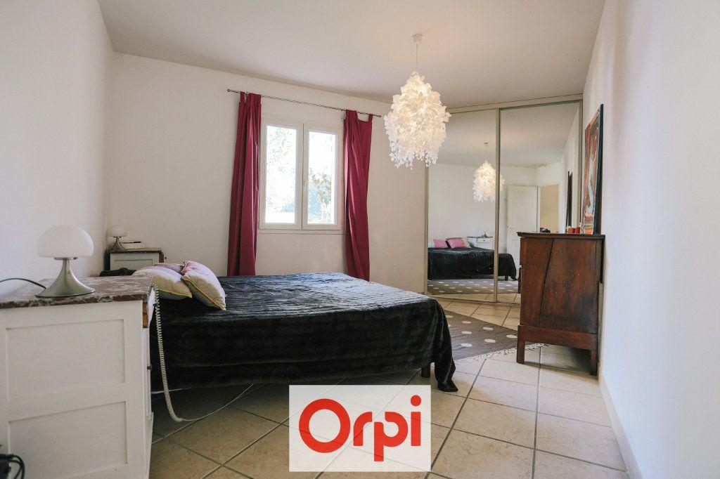 Maison à vendre 4 111.54m2 à Saint-Cyr-sur-Mer vignette-14