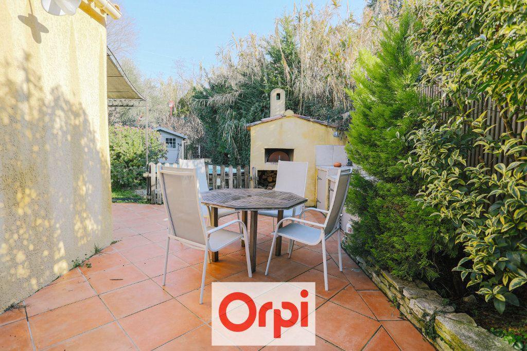 Maison à vendre 4 111.54m2 à Saint-Cyr-sur-Mer vignette-16