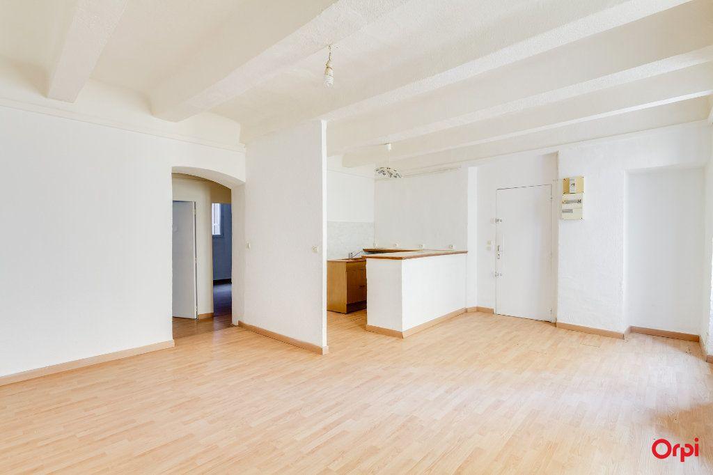 Appartement à vendre 3 66.1m2 à Cuges-les-Pins vignette-1