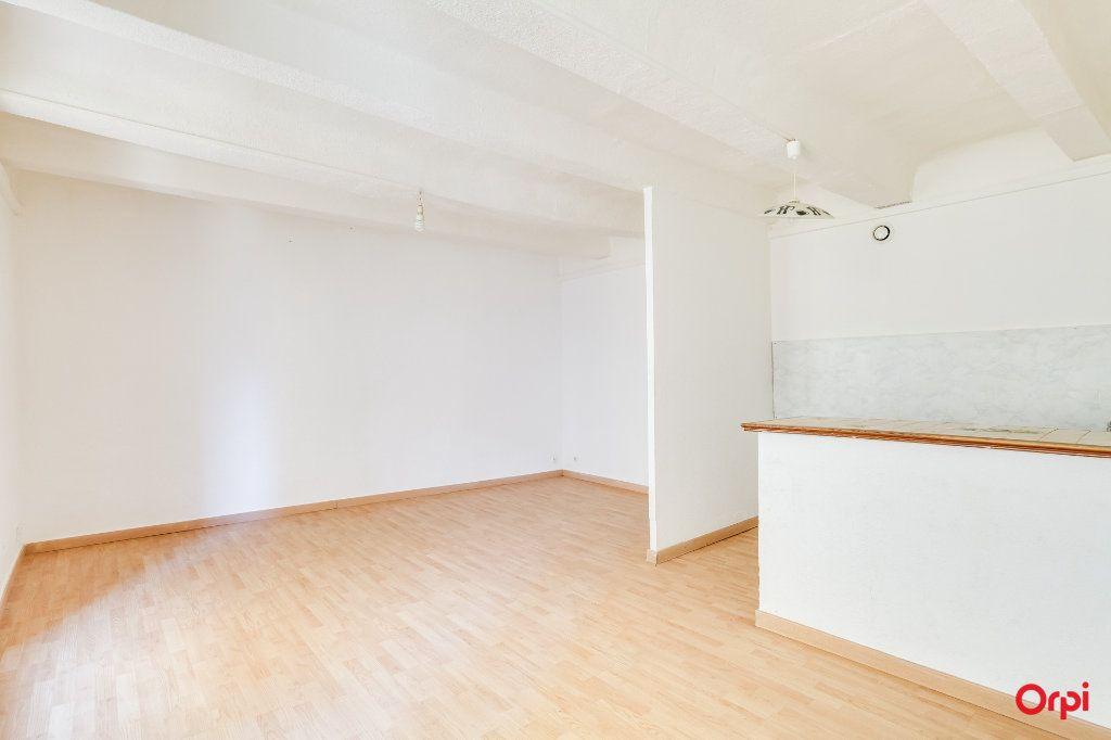 Appartement à vendre 3 66.1m2 à Cuges-les-Pins vignette-2