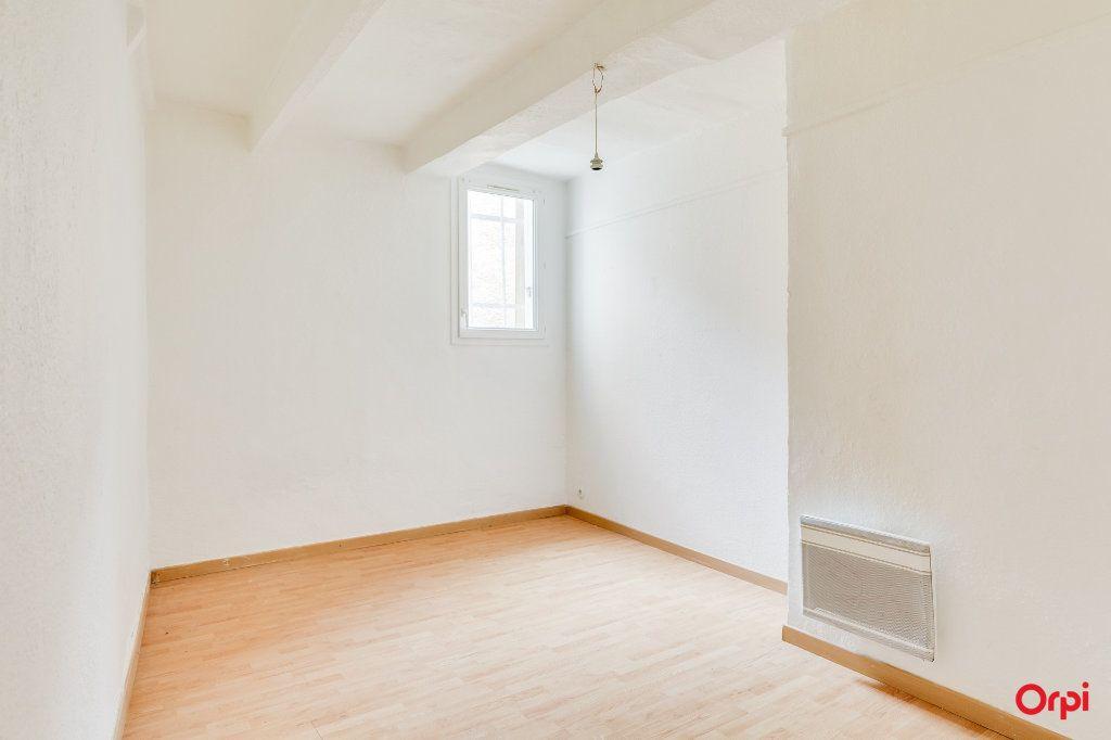 Appartement à vendre 3 66.1m2 à Cuges-les-Pins vignette-3