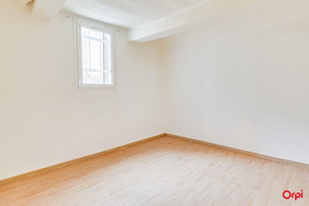 Appartement à vendre 3 66.1m2 à Cuges-les-Pins vignette-4
