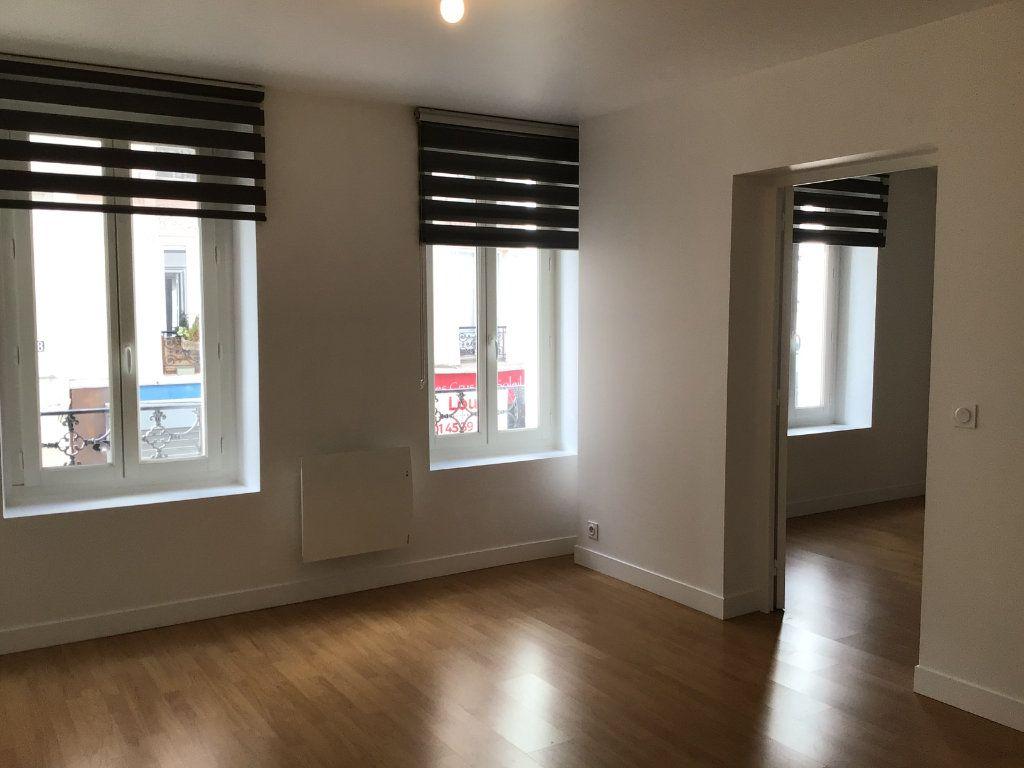 Appartement à louer 2 43m2 à Paris 14 vignette-3