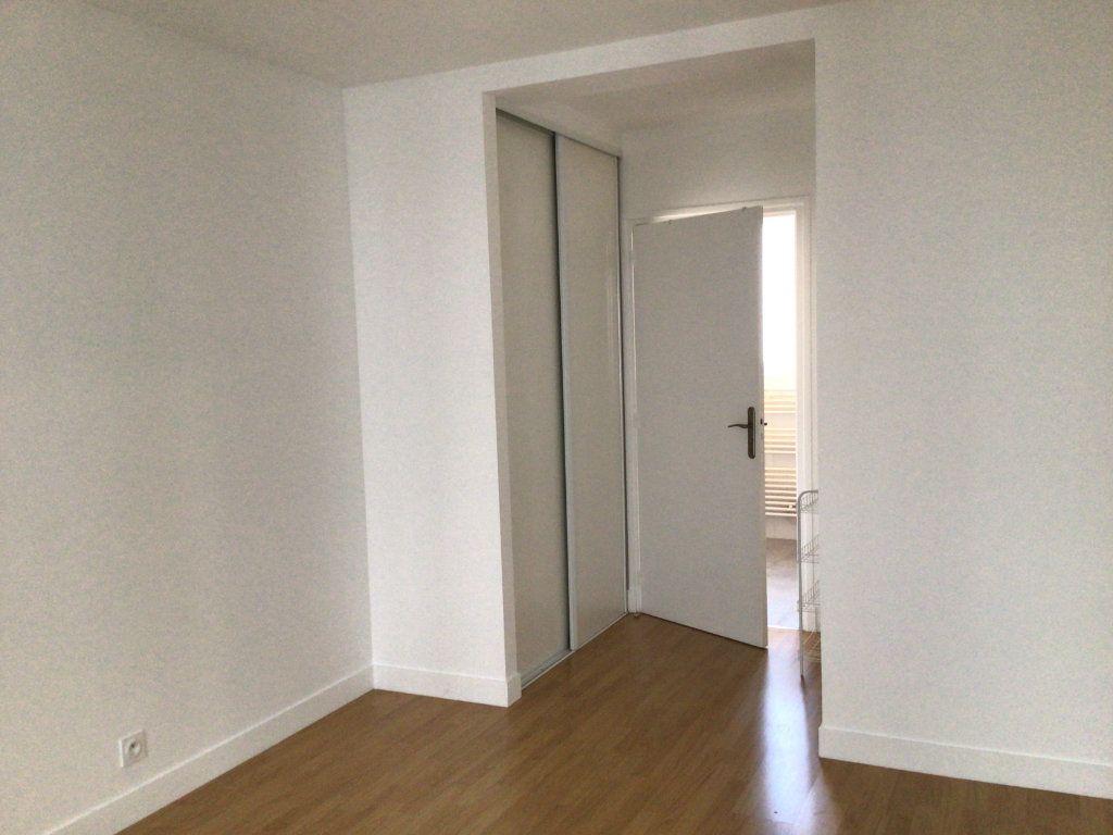 Appartement à louer 2 43m2 à Paris 14 vignette-7