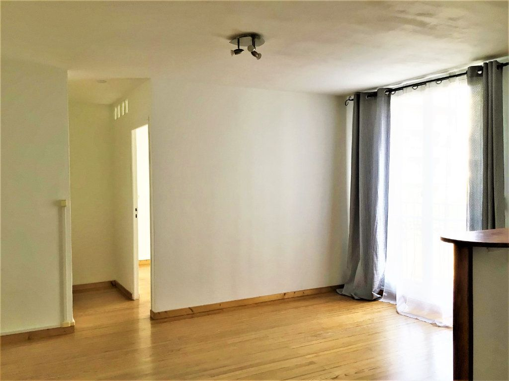 Appartement à louer 2 39m2 à Montrouge vignette-2