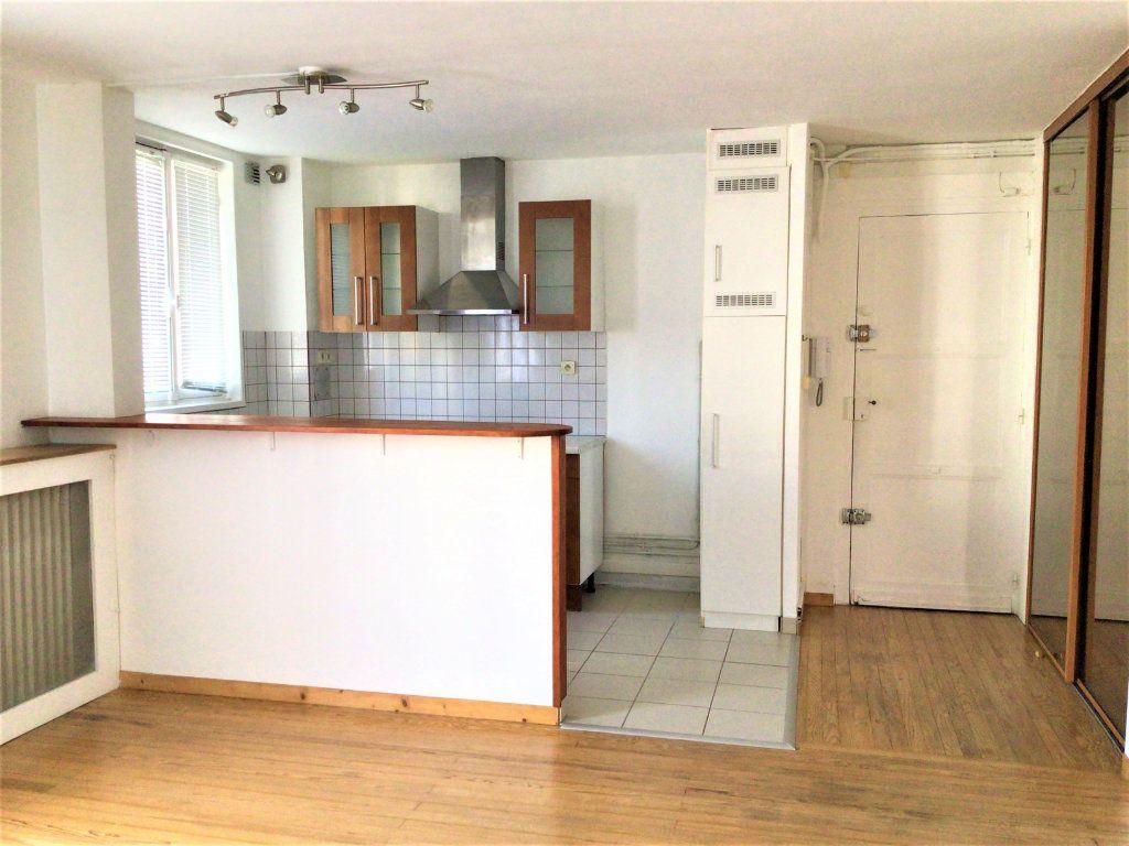 Appartement à louer 2 39m2 à Montrouge vignette-3
