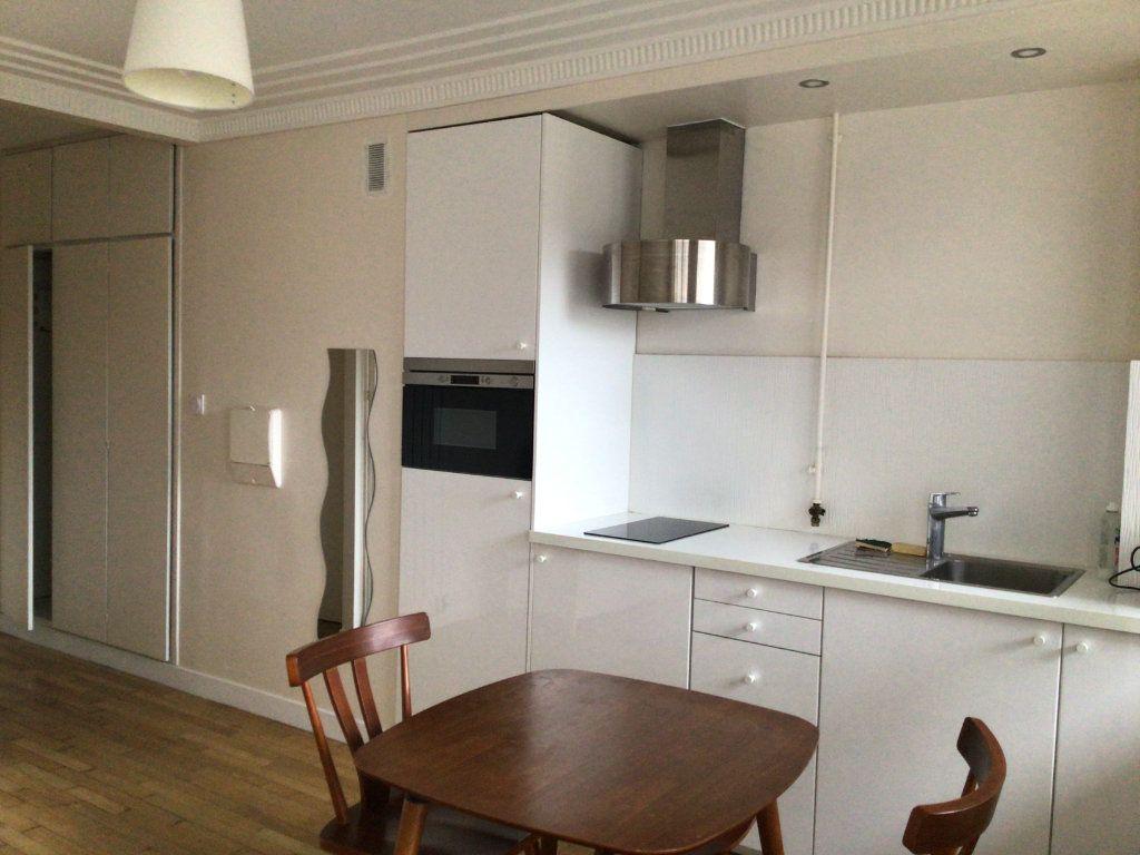 Appartement à louer 1 31.68m2 à Paris 15 vignette-4