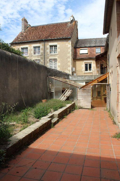 Immeuble à vendre 0 257m2 à Saint-Savin vignette-2