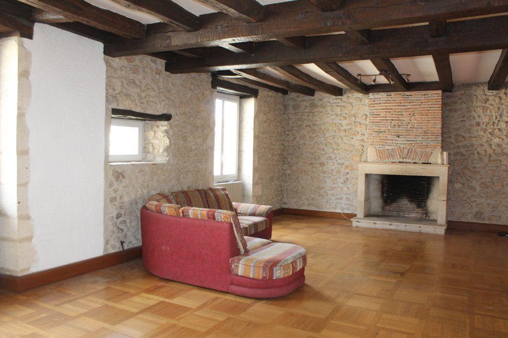 Immeuble à vendre 0 257m2 à Saint-Savin vignette-4