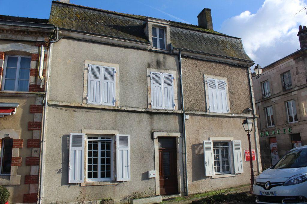 Maison à vendre 10 195m2 à Saint-Savin vignette-1
