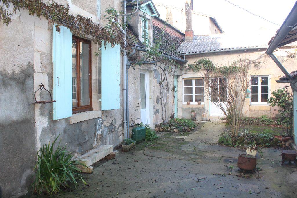 Maison à vendre 10 195m2 à Saint-Savin vignette-2
