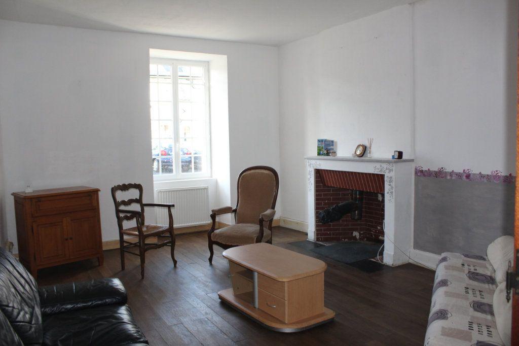 Maison à vendre 10 195m2 à Saint-Savin vignette-3