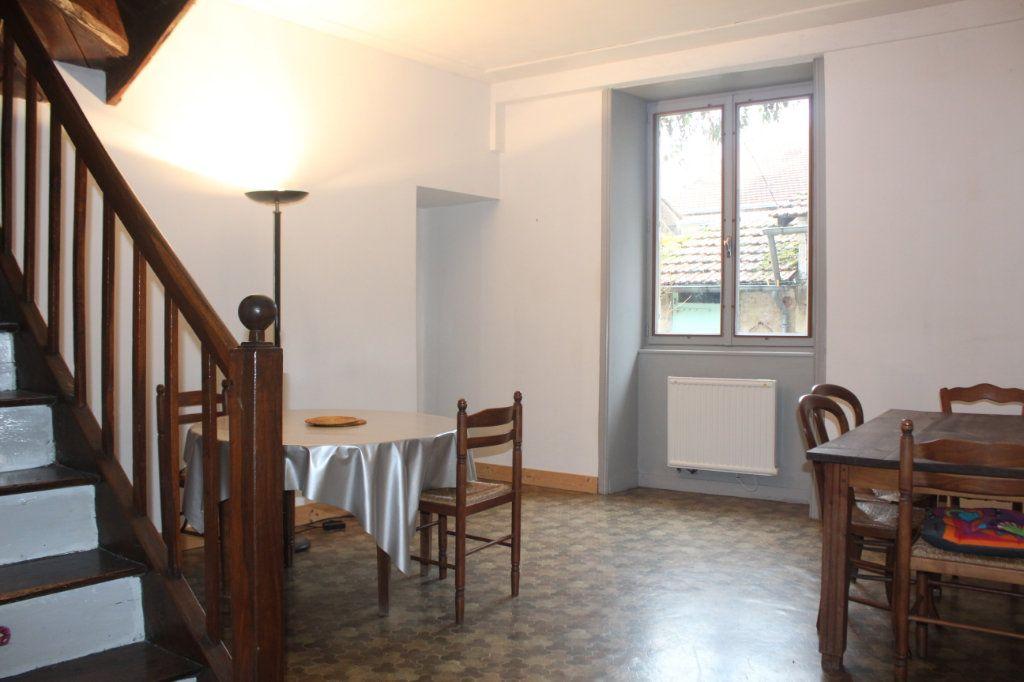 Maison à vendre 10 195m2 à Saint-Savin vignette-4