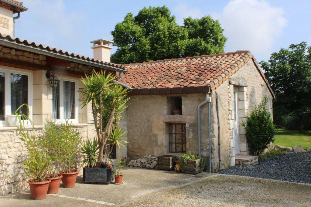 Maison à vendre 10 341m2 à Paizay-le-Sec vignette-2