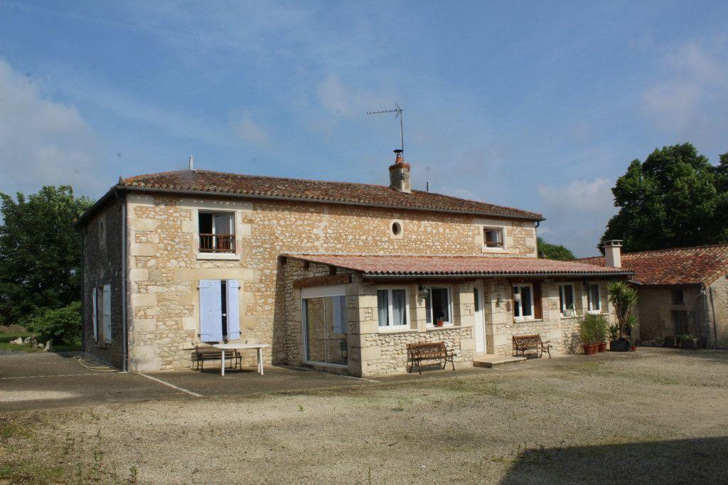 Maison à vendre 10 341m2 à Paizay-le-Sec vignette-3