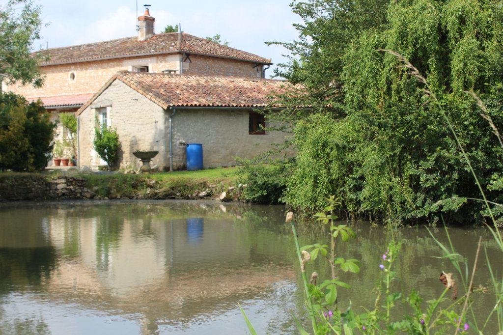Maison à vendre 10 341m2 à Paizay-le-Sec vignette-5