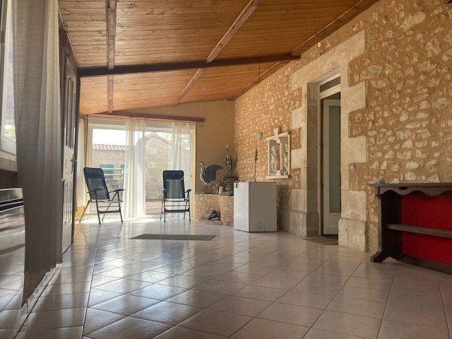 Maison à vendre 10 341m2 à Paizay-le-Sec vignette-7