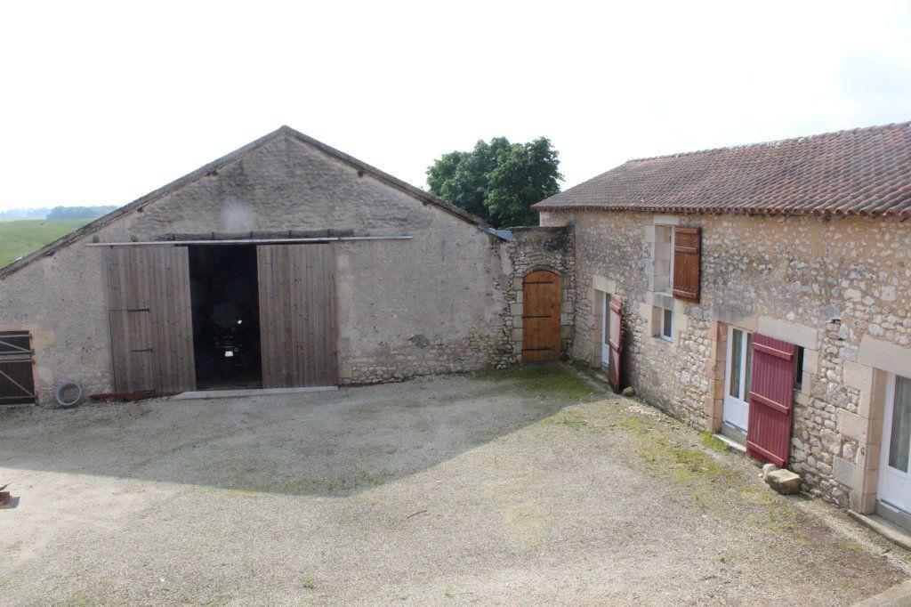 Maison à vendre 10 341m2 à Paizay-le-Sec vignette-14