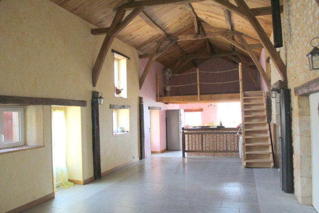 Maison à vendre 10 341m2 à Paizay-le-Sec vignette-16