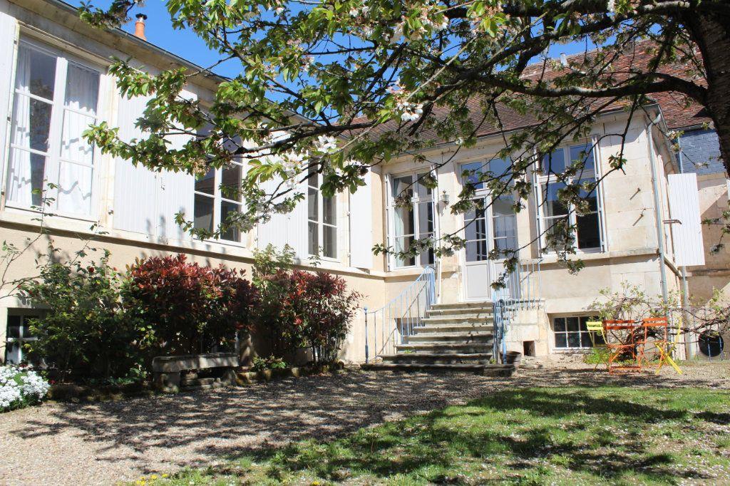 Maison à vendre 8 398m2 à Saint-Savin vignette-1