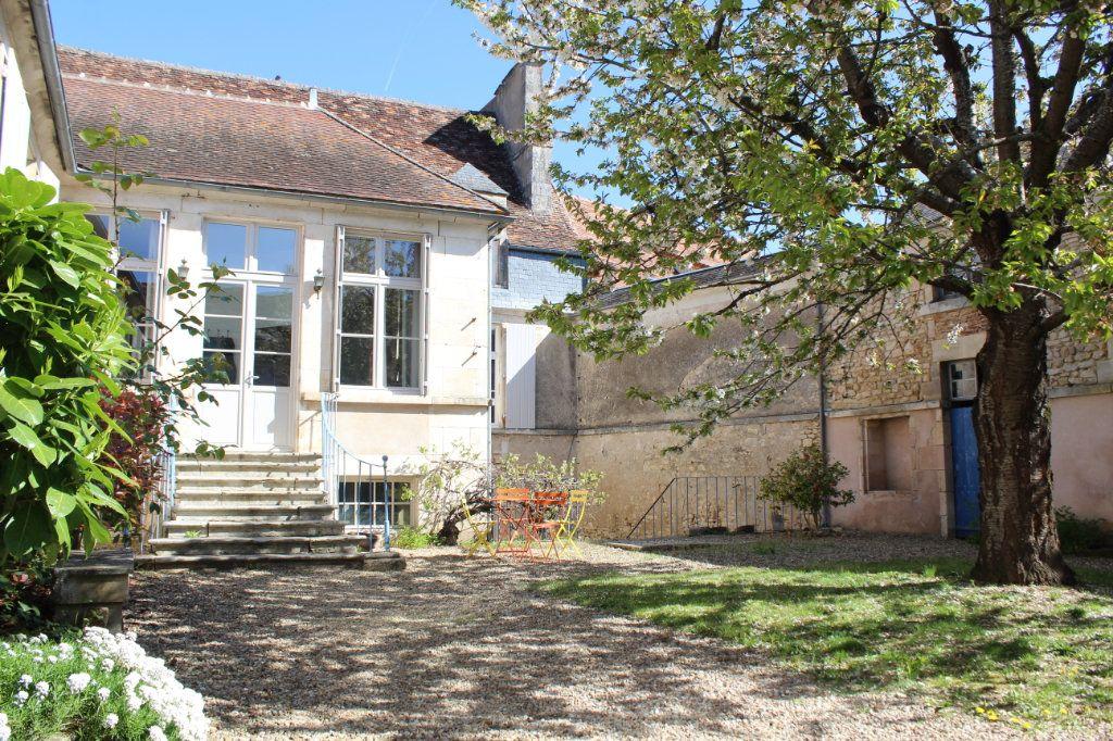 Maison à vendre 8 398m2 à Saint-Savin vignette-2