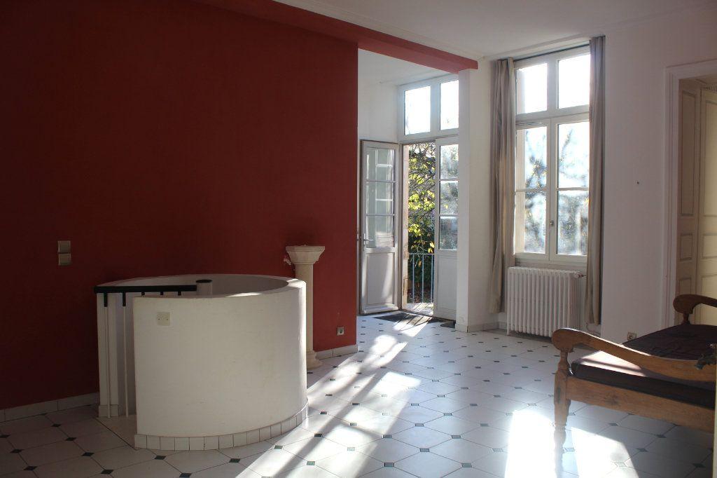 Maison à vendre 8 398m2 à Saint-Savin vignette-3
