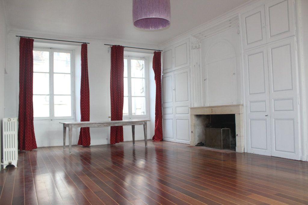Maison à vendre 8 398m2 à Saint-Savin vignette-6