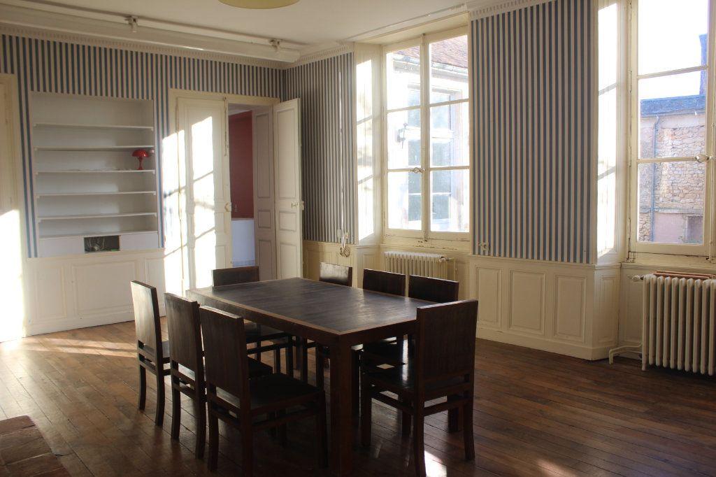 Maison à vendre 8 398m2 à Saint-Savin vignette-8