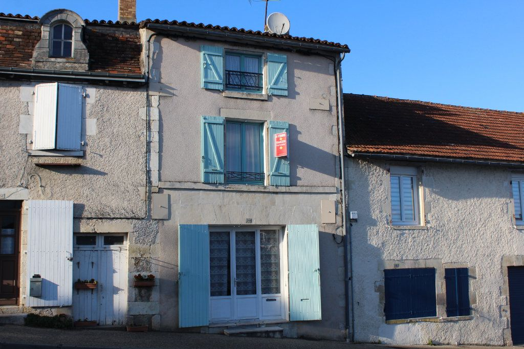 Maison à vendre 3 98m2 à Saint-Savin vignette-1