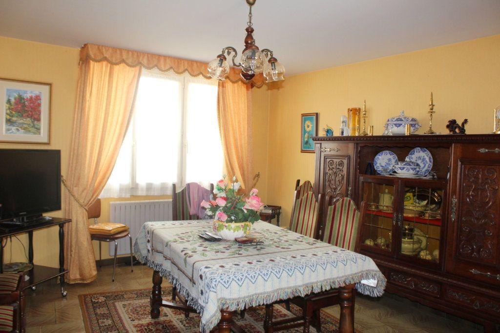 Maison à vendre 5 114m2 à Saint-Savin vignette-2