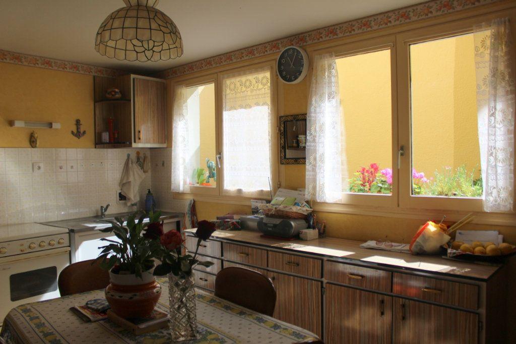 Maison à vendre 5 114m2 à Saint-Savin vignette-3