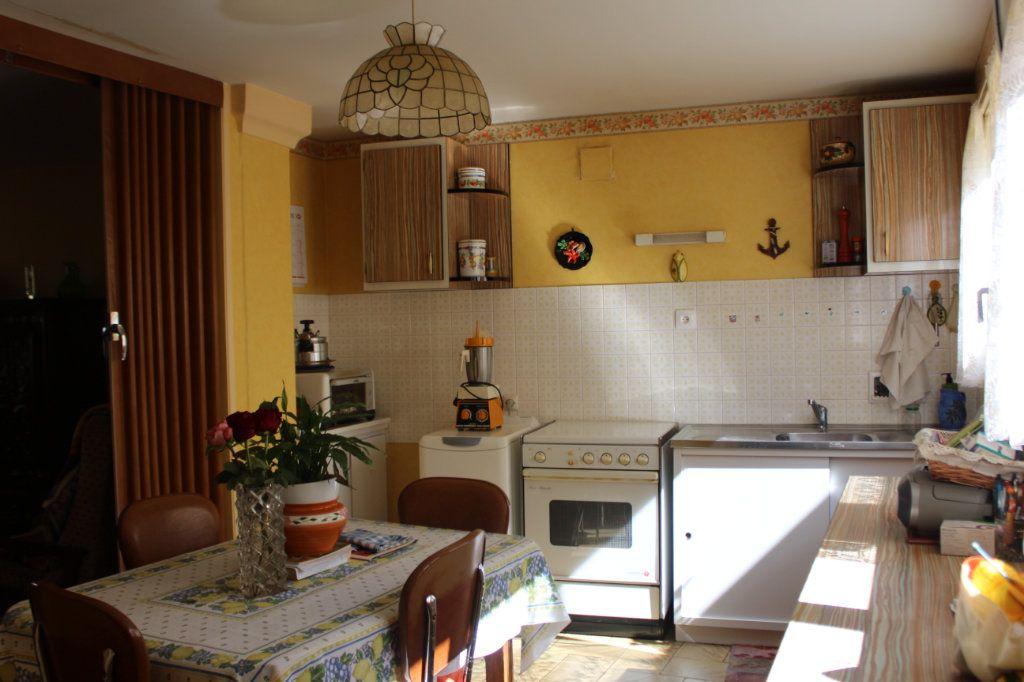 Maison à vendre 5 114m2 à Saint-Savin vignette-4