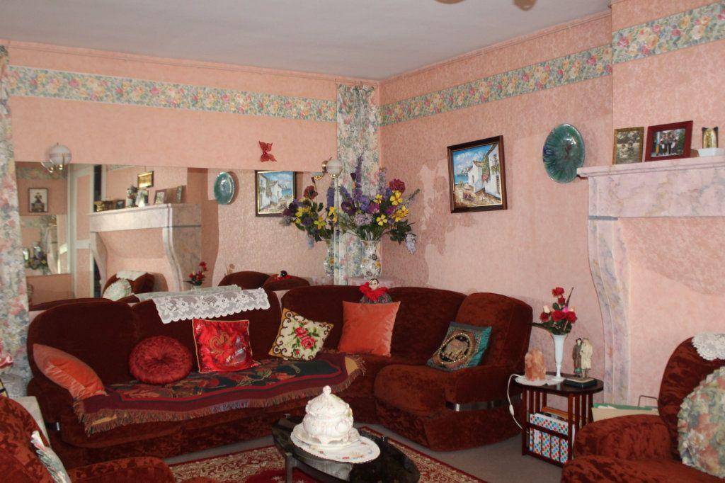 Maison à vendre 5 114m2 à Saint-Savin vignette-5
