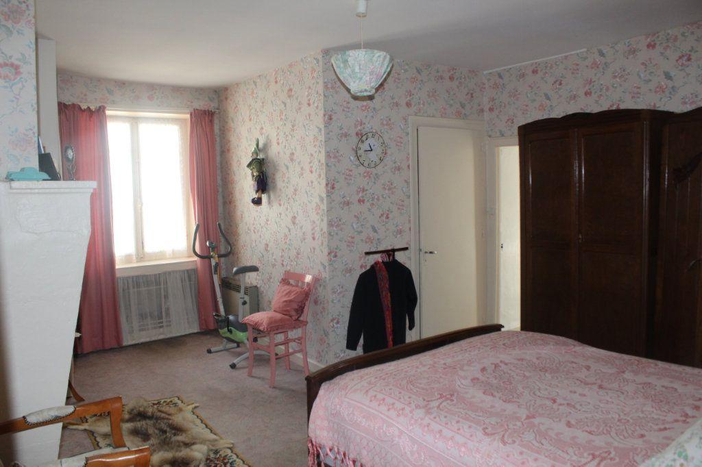 Maison à vendre 5 114m2 à Saint-Savin vignette-6